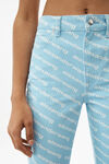 高腰徽标印纹牛仔裤